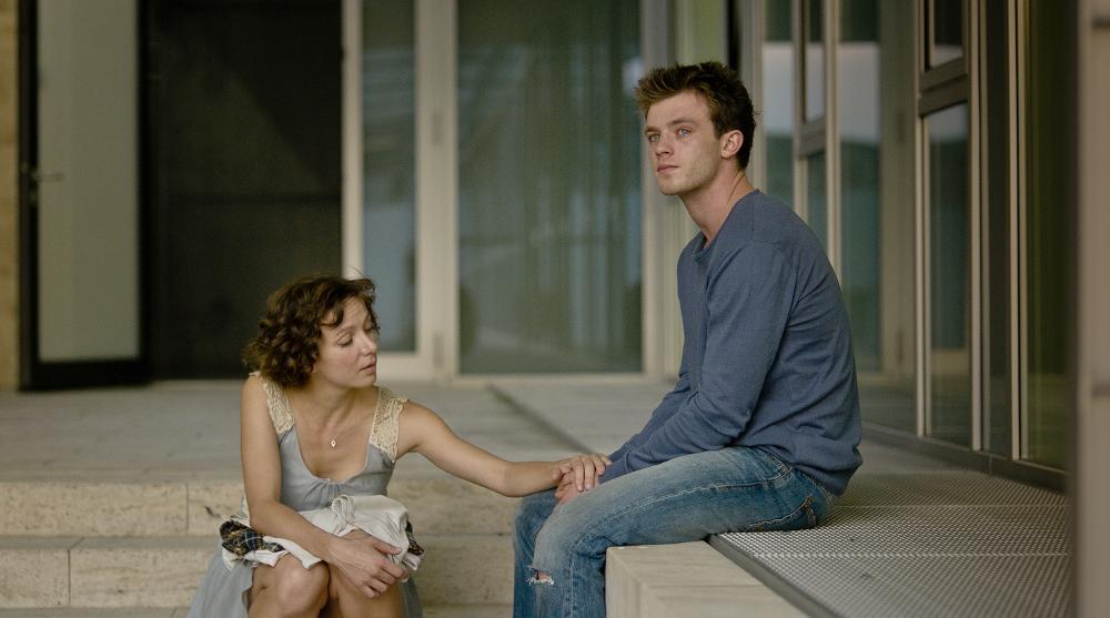 Ist die junge Liebe von Anka und Jonathan stark genug? Quelle: © Farbfilm / Jeremy Rouse